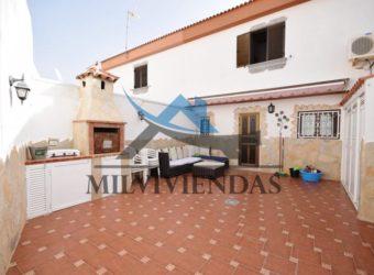 Chalet con garaje en la zona residencial de Bellavista (let2349)