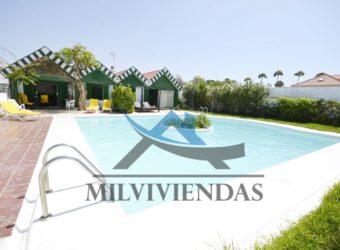 Bungalow con piscina en Campo Internacional (let5553)